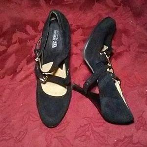 Michael Kors Shoes - 🌹MICHAEL KORS BLACK SUEDE PUMPS🌹